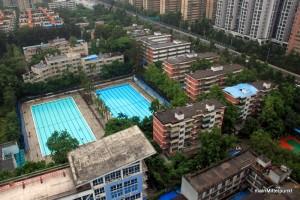 "unser Wohnheim rechts neben dem ""Pool"" aus dem Krankenhaus fotografiert"